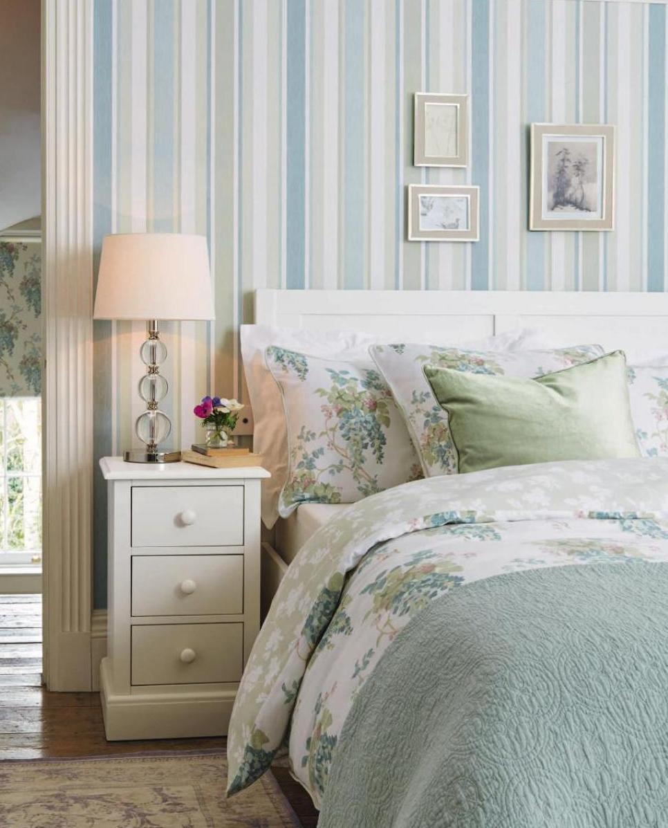 5 решений, как сделать спальню красивой с помощью обоев